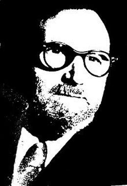 Fotografía en blanco y negro de León Felipe en fondo negro