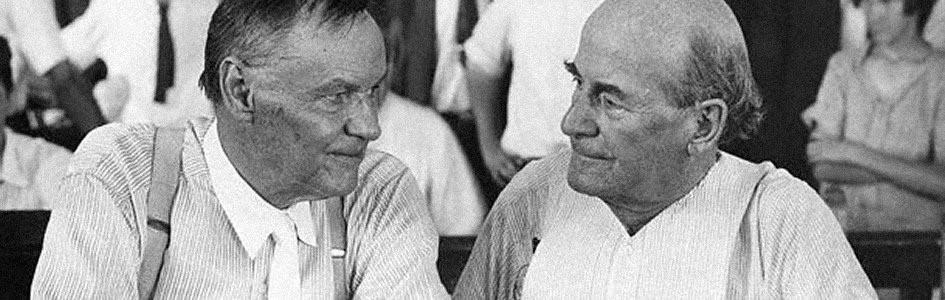 Fotografía en blanco y negro de los dos abogados del juicio del mono