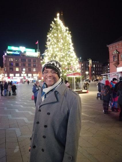 Turistas en la plaza roja de COPENHAGUE