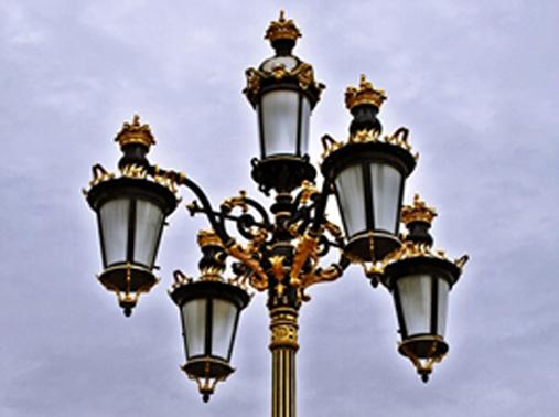 Farolas del Palacio Real en Madrid