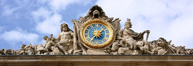 Reloj del palacio de Versalles en Paris, Francia