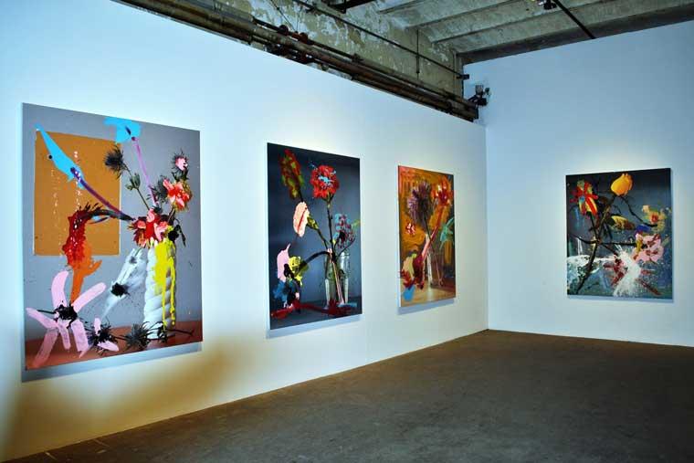 Cuadros de la exposición Flores de Almodóvar y Galindo