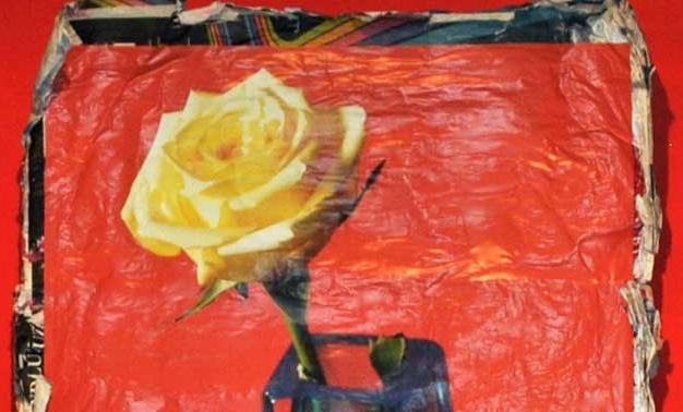 Pintura de la exposición Flores de Almodóvar y Galindo