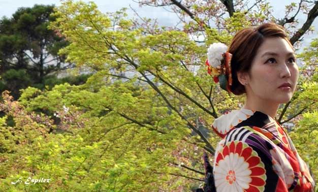 Japonesa en plena naturaleza