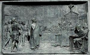 Después de una vida errante y muy azarosa, llena de vicisitudes, no todas agradables, Giordano Bruno recibe la invitación de Mocenigo, un noble veneciano, para que fuese a Venecia. De esta forma se convirtió en su protector para que impartiera su cátedra particular. Pero el 21 de mayo de 1591, Mocenigo tomó una decisión capital. Se presentó ante la Inquisición y denunció a Giordano Bruno porque, como declaró, no estaba satisfecho de la enseñanza de su huésped y le molestaban sus discursos heréticos. Como consecuencia de aquella denuncia, fue encarcelado el 23 de mayo de 1592. Pero como después fue reclamado por Roma, el 27 de enero de 1593 se ordenó su encierro en el Palacio del Santo Oficio, en el Vaticano. Y allí permaneció en la cárcel durante ocho años en espera de juicio.  El juicio El proceso fue dirigido por el cardenal Roberto Belarmino, quien años después, en 1616, llevaría el proceso contra Galileo Galilei.  En el juicio, y en su descargo, Bruno puso de manifiesto las verdaderas razones de la denuncia. Dijo que Mocenigo le había acusado porque pretendía de él que le enseñase el arte de dominar las mentes ajenas y él se negó. Sin embargo, no se tuvo en cuenta esta afirmación y no se levantó ninguna responsabilidad hacia Mocenigo.  A partir de ahí, Bruno dirigió al tribunal numerosas cartas de retractación que no fueron tenidas en cuenta. Finalmente, y por razones que se desconocen, Giordano se reafirmó en sus ideas. Los cargos de la Inquisición contra Bruno Luigi fueron tener opiniones en contra de la fe católica y hablar contra ella y sus ministros, afirmar que existen múltiples mundos, tener opiniones favorables de la transmigración del espíritu en otros seres humanos después de la muerte y brujería. Finalmente, se le impugnó el conjunto de su pensamiento.     La sentencia El papa Clemente VIII tuvo muchas dudas sobre la sentencia impuesta a Giordano. Y no por su contenido sino por sus posibles consecuencias. Reflexionó mucho, antes de dictarla, porque en