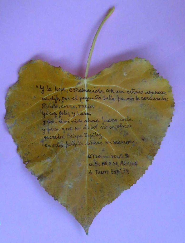 Hoja con poema de Felipe Espílez
