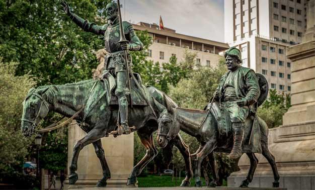 Estatua de Don Quijote y Sancho Panza