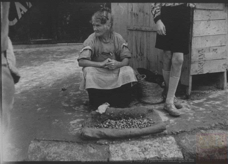 Mujer vendiendo