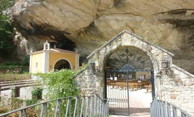 Santuario Virgen de la Cueva en Infesto, Asturias, España