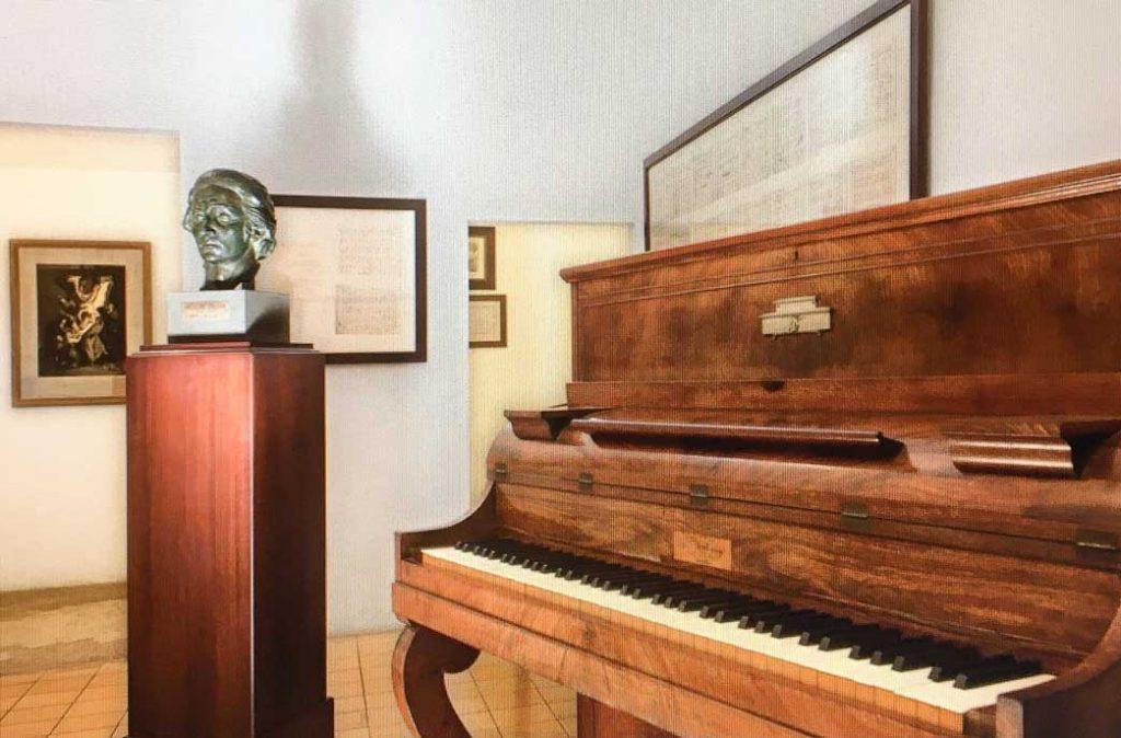 piano vertical Pleyel
