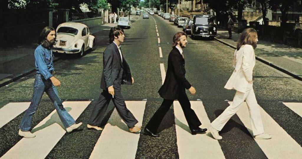 Imagen icónica The Beatles cruzando en un paso de cebra