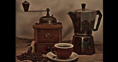 cafetera y molinillo de café